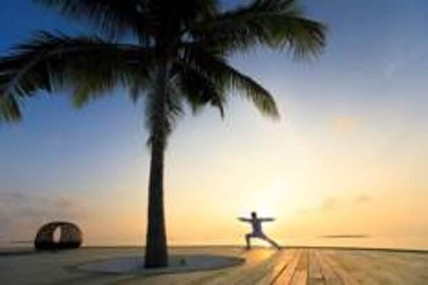 Время йоги в Dhigali Maldives.