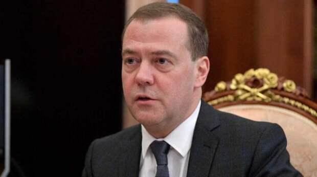 Медведев обозначил условие для перевода россиян на четырехдневку
