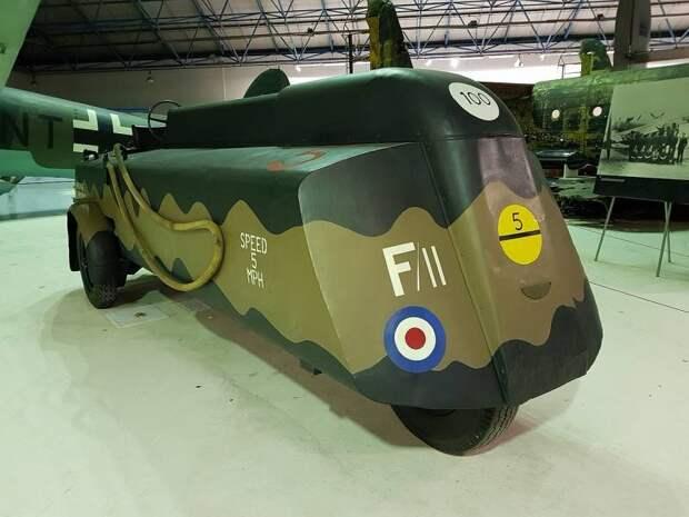 Аэродромный топливозаправщик Thompson Brothers P505 (Великобритания)