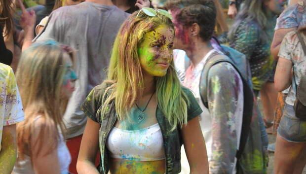 Фестиваль красок «Холи» пройдет в парке «Дубрава» Подольска 26 мая