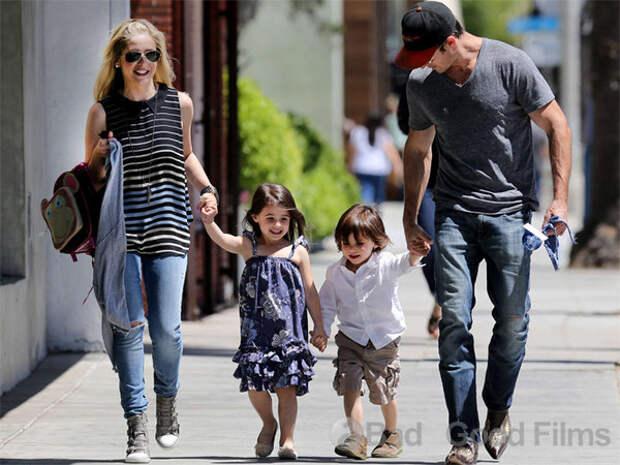 Сара Мишель и Фредди Принц с детьми