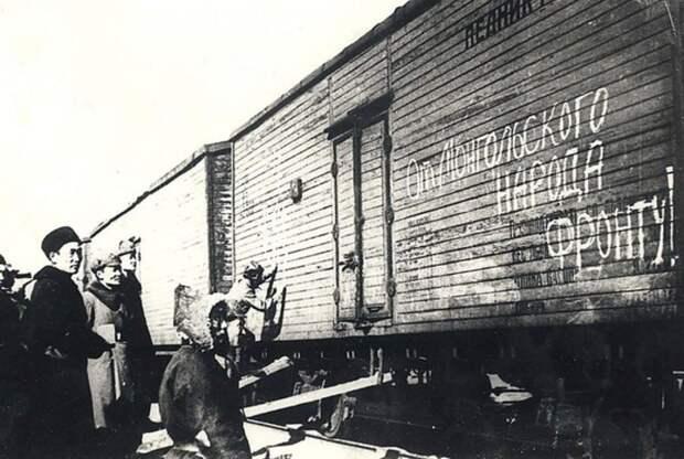 Отправка лошадей воинским поездом в Советский Союз, 1942 год