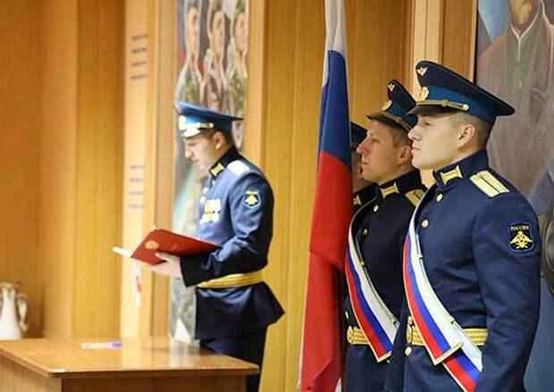 В Энгельсское соединение дальней авиации прибывают молодые офицеры-выпускники