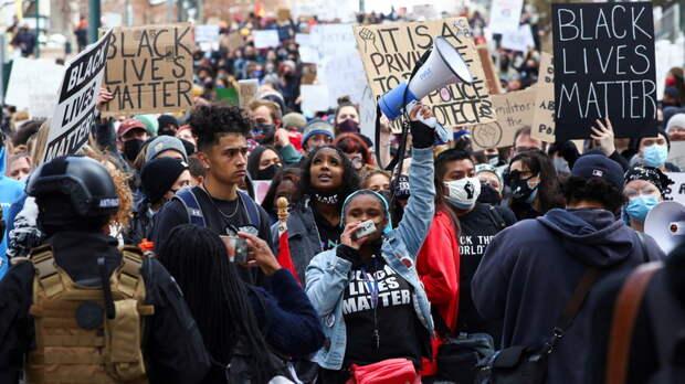 «Когда детей белых начнут убивать» — ведущий CNN рассказал, когда американцы дождутся полицейской реформы