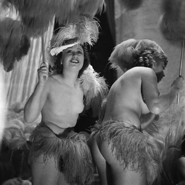Полуобнажённые девушки блистают на сцене. Shou Girls, или зрелищные постановки в кабаре «Фоли-Бержер», 1918 - 1937 гг.