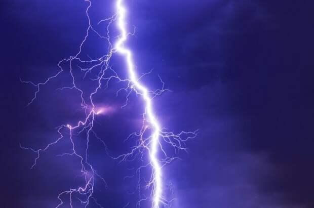 МЧС сообщило о грозе и ветре до 18 метров в секунду в Москве