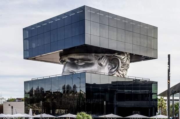 8 фото зданий, которые больше похожи на логово злодея