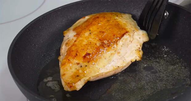 У меня кусочки курицы всегда получаются с аппетитной золотистой корочкой, но не сухие и не зажаренные (использую пудру, делюсь)