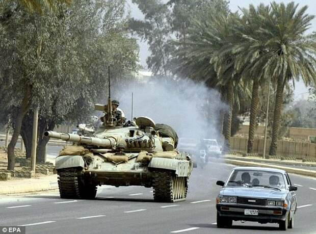 Т-72 на дороге близ Багдада. 2003 год.