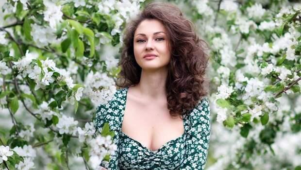 «Настоящая славянская красавица!» Жена Акинфеева снялась вкрасочной фотосессии