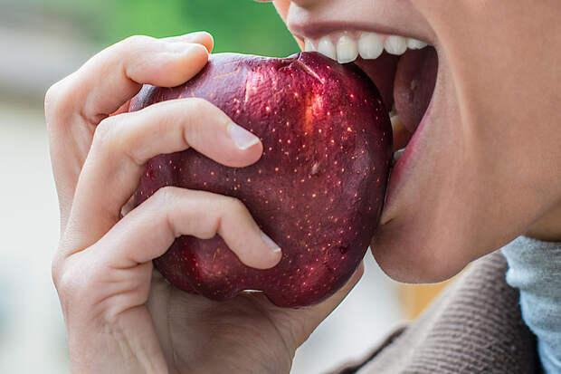 Учёные советуют съедать яблоки целиком