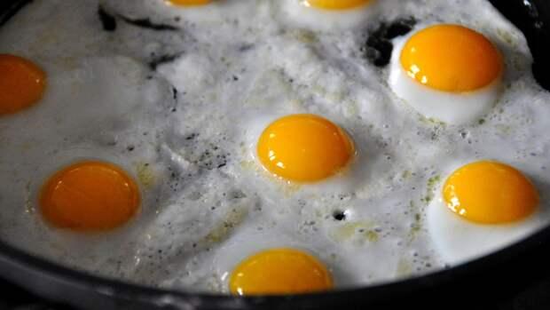 Блюдо, для приготовления которого все участницы застолья проносили яйца, называлось Бабьей яичницей