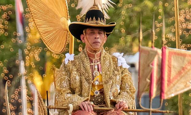 Одиозный король Таиланда Рама X срочно госпитализирован: в чем причина
