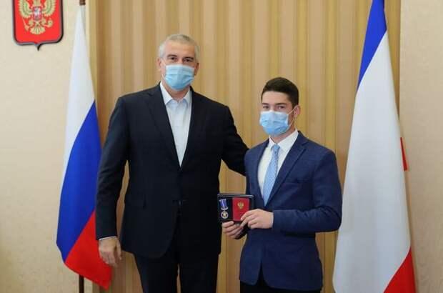 В Крыму детей-героев наградили медалью «За проявленное мужество»