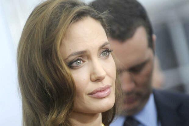 Анджелина намерена получить единоличную опеку над детьми. Но кое-кто из них не согласен.
