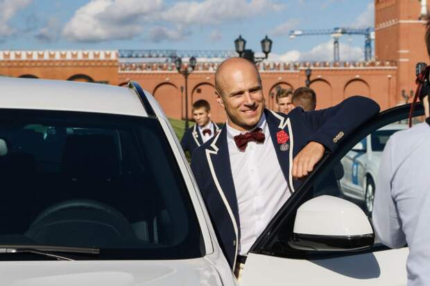 Призерам Олимпиады в Рио вручили ключи от BMW на Красной площади