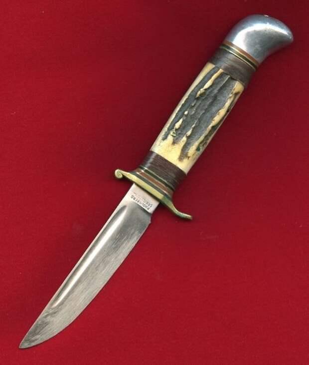 Нож и чекиста и уголовника