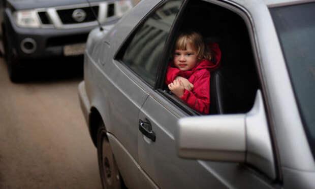 Теперь детей старше 7 лет можно перевозить без автокресел (но только сзади)