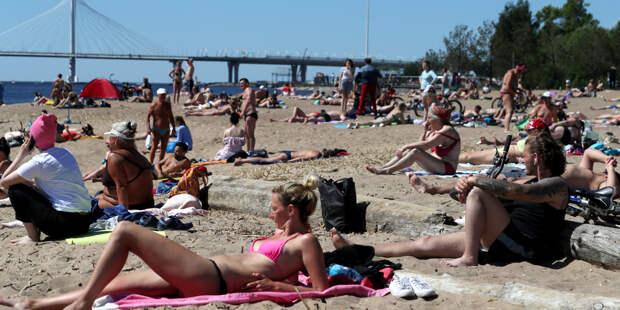 Небывалая жара: петербуржцы заполонили городские пляжи