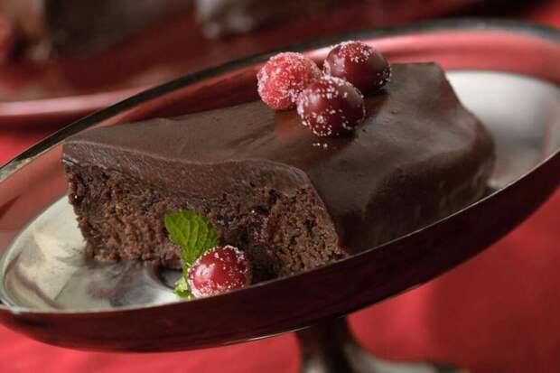 Шоколадно-клюквенный пирог по-немецки