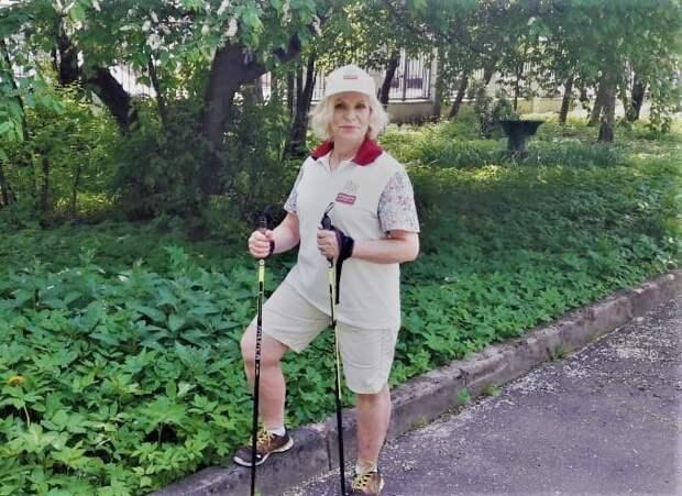Активная жительница Лосинки организовала клуб скандинавской ходьбы