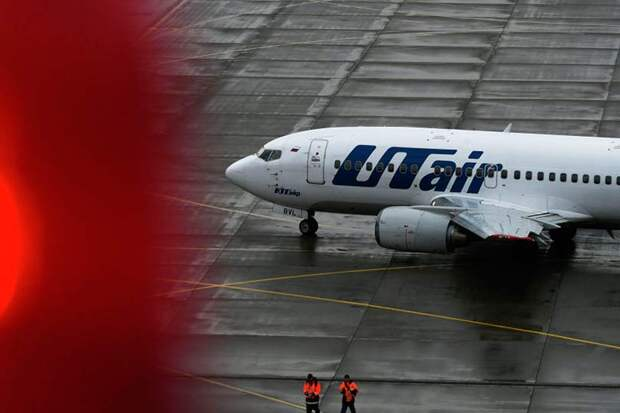 При заходе на посадку в аэропорт Внуково у Boeing 737 отломалась стойка шасси