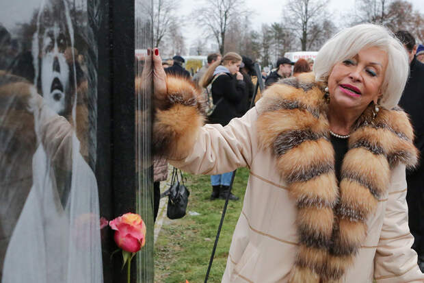 Вдова Караченцова потребовала для россиян пенсию в 100 тысяч