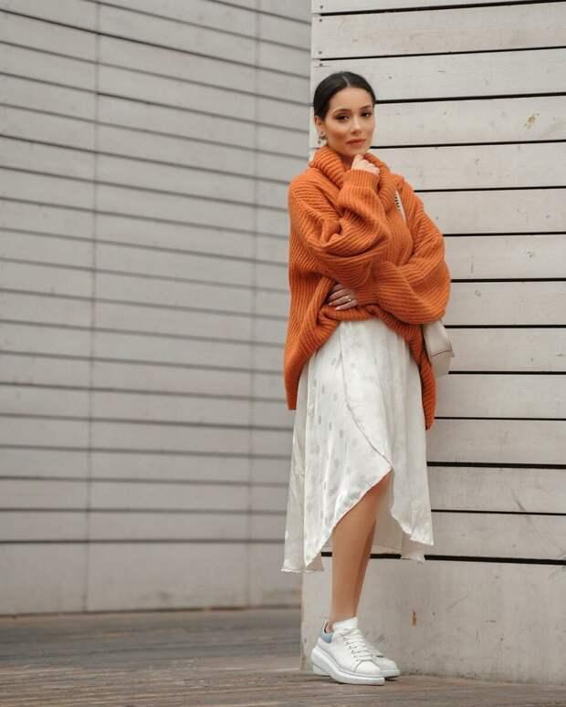 Какие свитера носить с юбками и брюками: актуальные фасоны осень-зима 2020-2021