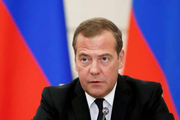 Медведев оправдал повышение пенсионного возраста