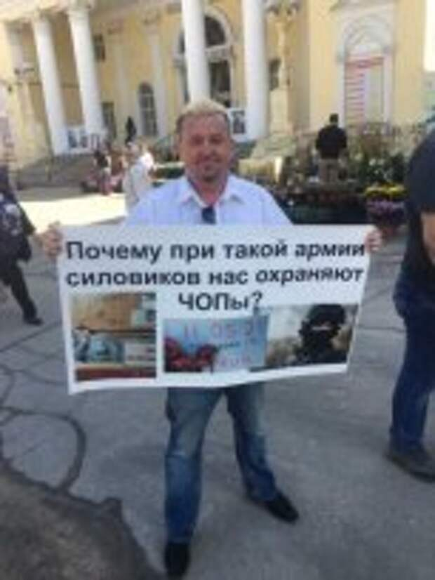 Череповчанин вышел в пикет и обвинил правительство в событиях в Казани