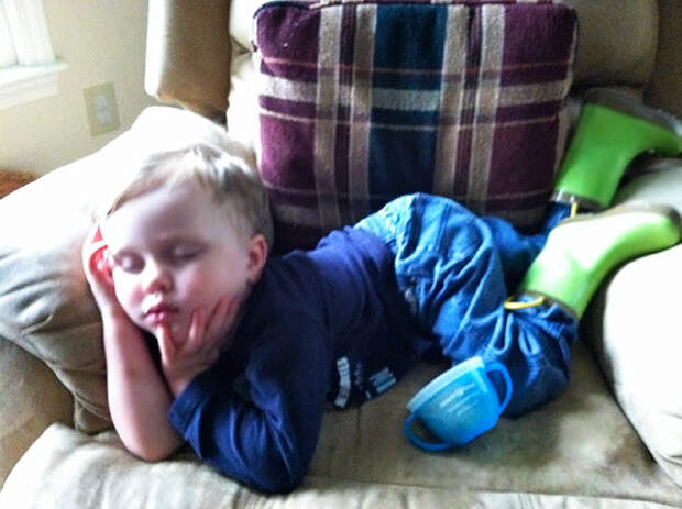 funny-kids-sleeping-anywhere-10-57a987f53781c__605