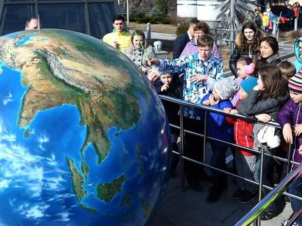 Астроном рассказал, как объяснить детям, что земля не плоская