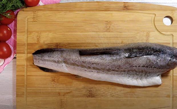 Готовим бюджетный минтай вкуснее красной рыбы: тонкость в сливочной заливке