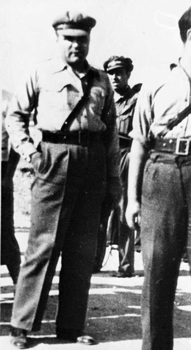 Полковник Родион Яковлевич Малиновский в 1937—1938 годах находился в Испании в качестве военного советника во время испанской Гражданской войны, где разрабатывал боевые операции против франкистов. 1937 г.