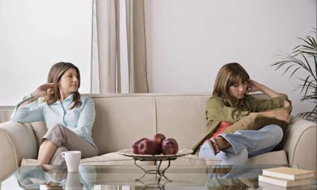 Сестры не хотят общаться, а мать все старается их помирить
