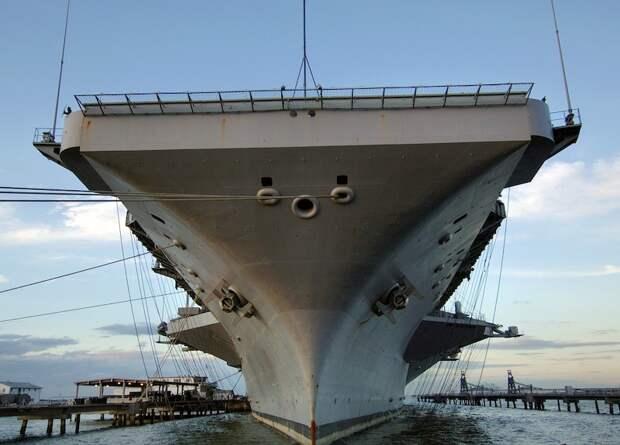 В США рассказали, как новейший авианосец «пробил дыру» в бюджете Пентагона