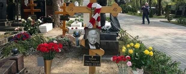 На Новодевичьем кладбище открыли памятник Олегу Табакову