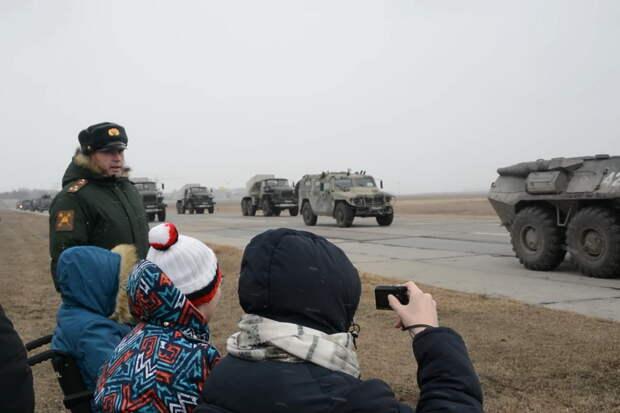 Военнослужащие ЦВО в Новосибирске исполнили мечту детей с особенностями в развитии
