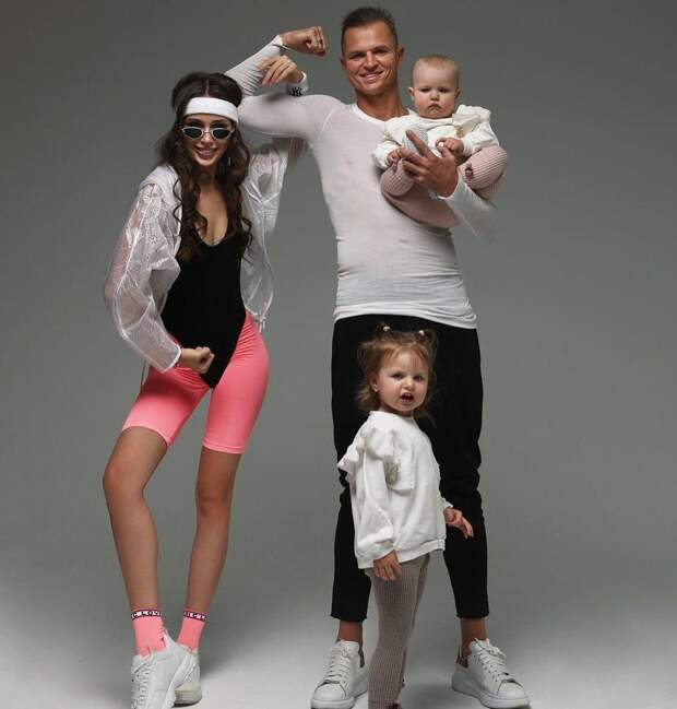 Дмитрий Тарасов поделился первым снимком со всеми своими детьми