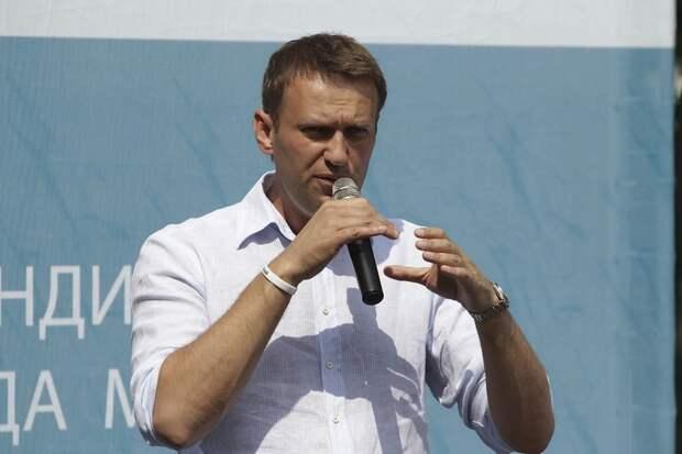 Подключенный к ИВЛ Навальный все еще находится в коме