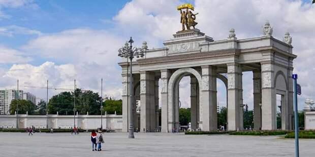 Жители Москвы приняли участие в проекте от ВДНХ «Связь поколений»