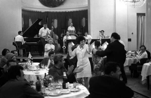 Ресторан СССР танцы.jpg