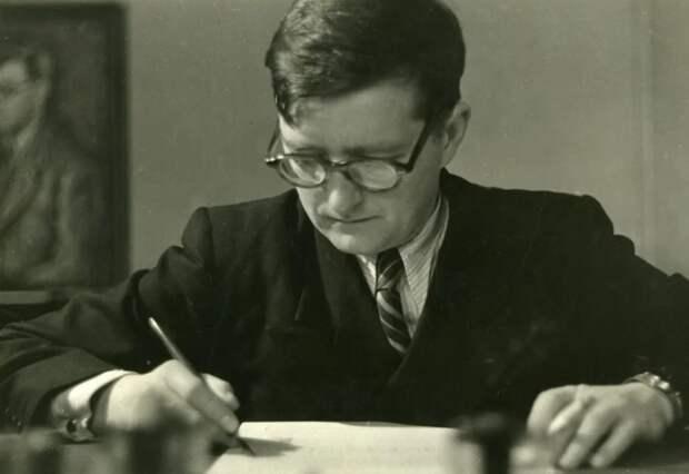 Шостакович за работой. /Фото: avatars.mds.yandex.net