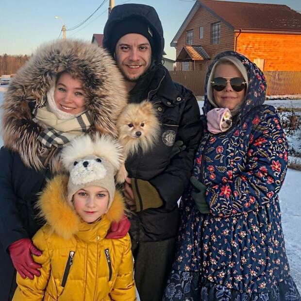 Хотите, чтобы сын был счастлив, тогда не лезьте в его семью: Яна Поплавская — об отношениях с невестками.