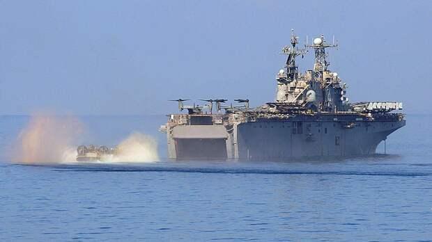 Американский десантный корабль «Нассау» типа «Тарава»