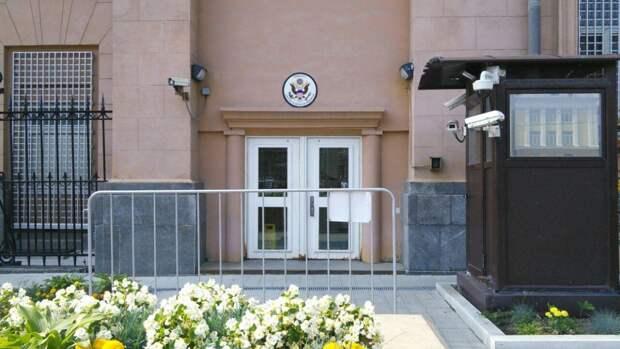 Россия намерена временно снять запрет на работу граждан в посольстве США