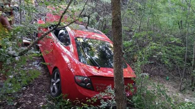 ДТП в Крыму: автомобиль возомнил себя дельтапланом (фото)