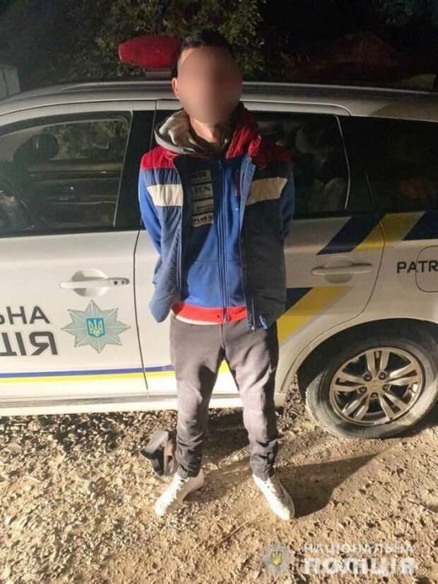 В Ужгороде мужчина ограбил на улице женщину