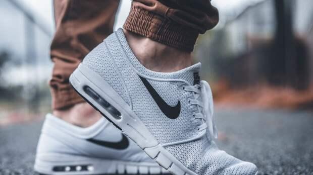 Управляющая сетью Nike в стиле 90-х разобралась с продавцом в Екатеринбурге