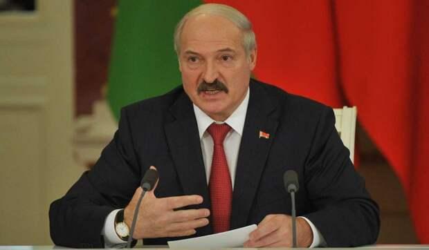 Политолог о российских кредитах для Белоруссии: Лукашенко шантажирует, а мы поддаемся